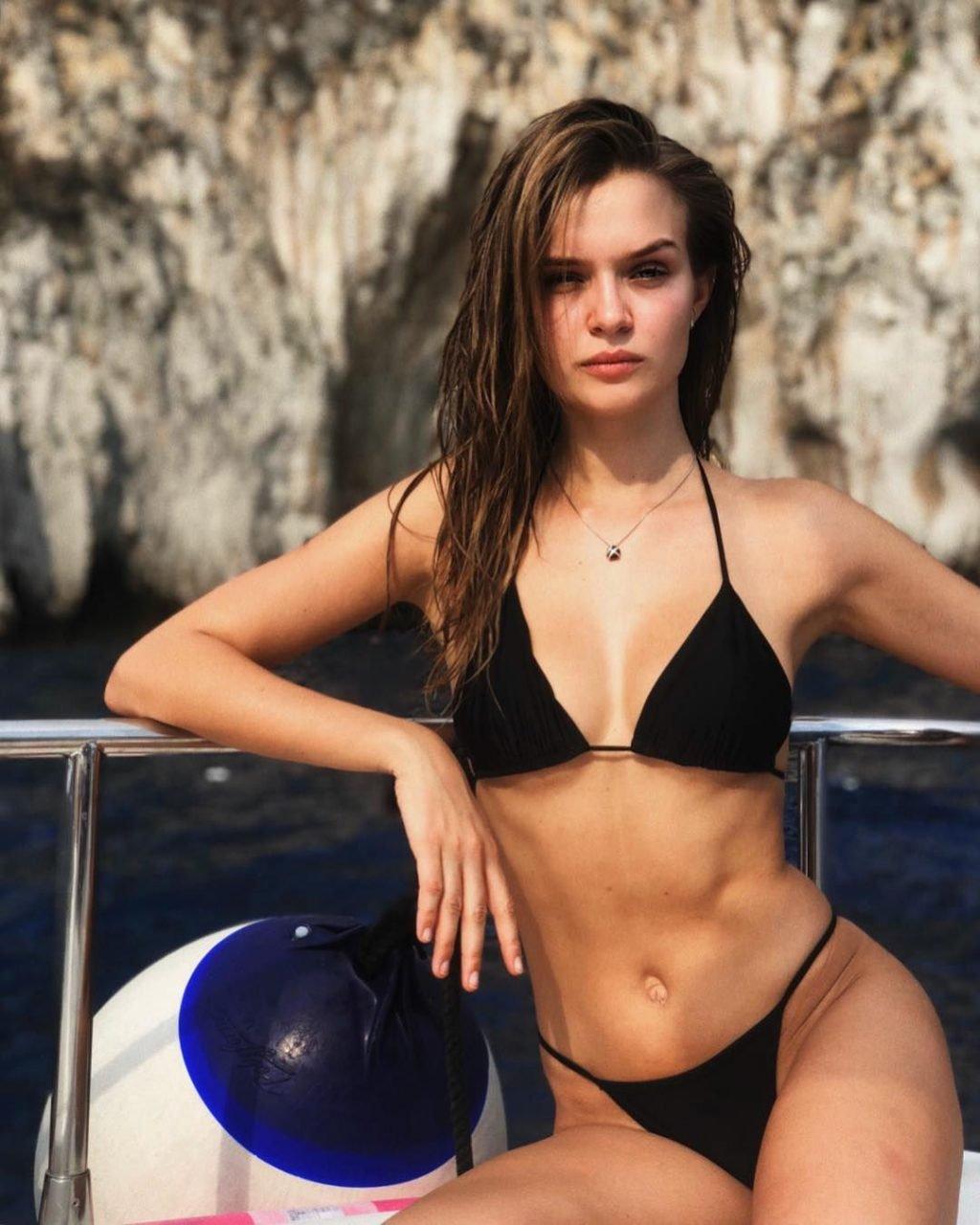 Josephine Skriver Nude & Sexy (47 Photos)