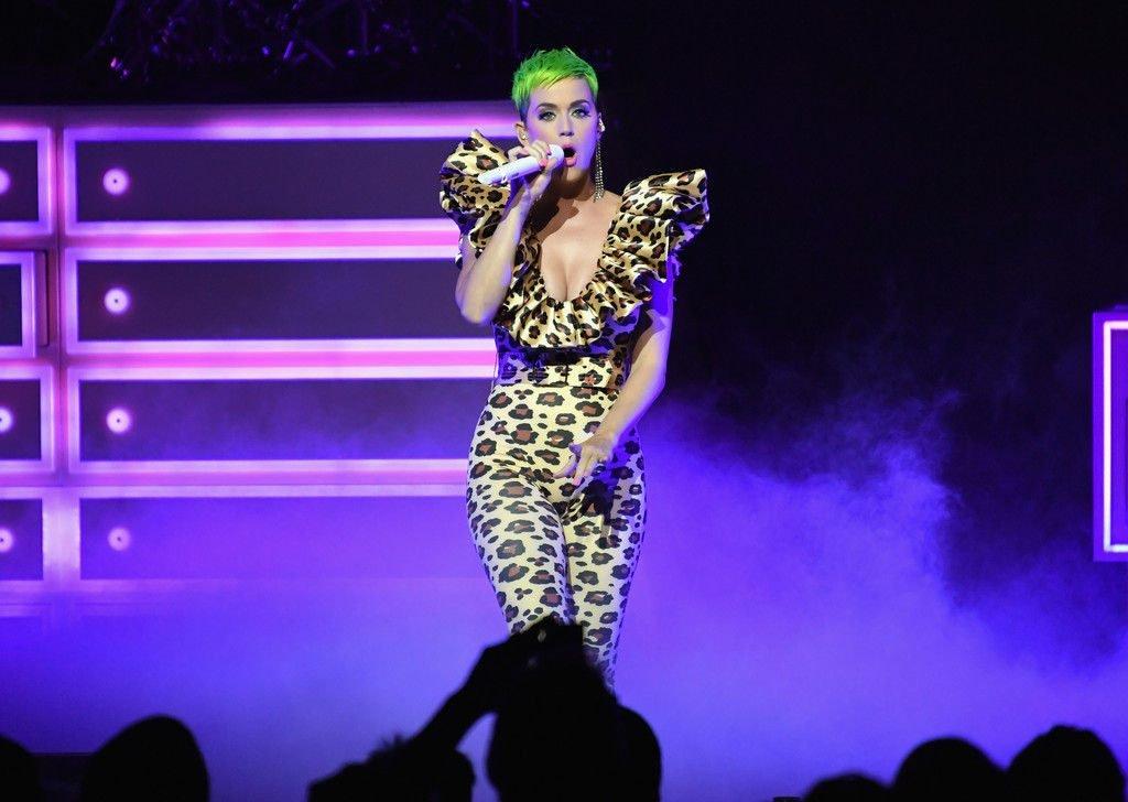 Katy Perry Sexy (8 Photos + Video)