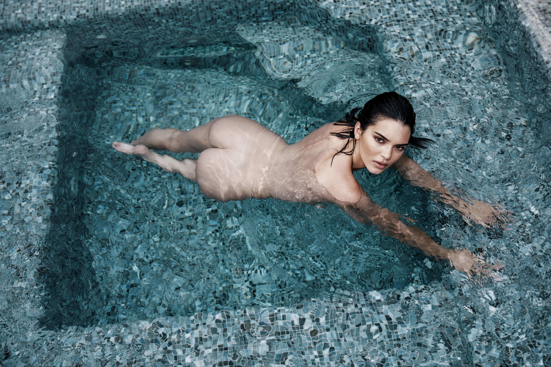 Kendall-Jenner-Nude-TheFappeningBlog.com-3.jpg