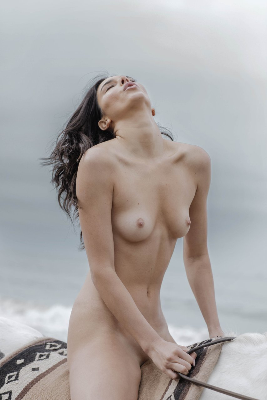 Kendall-Jenner-Nude-TheFappeningBlog.com-45.jpg