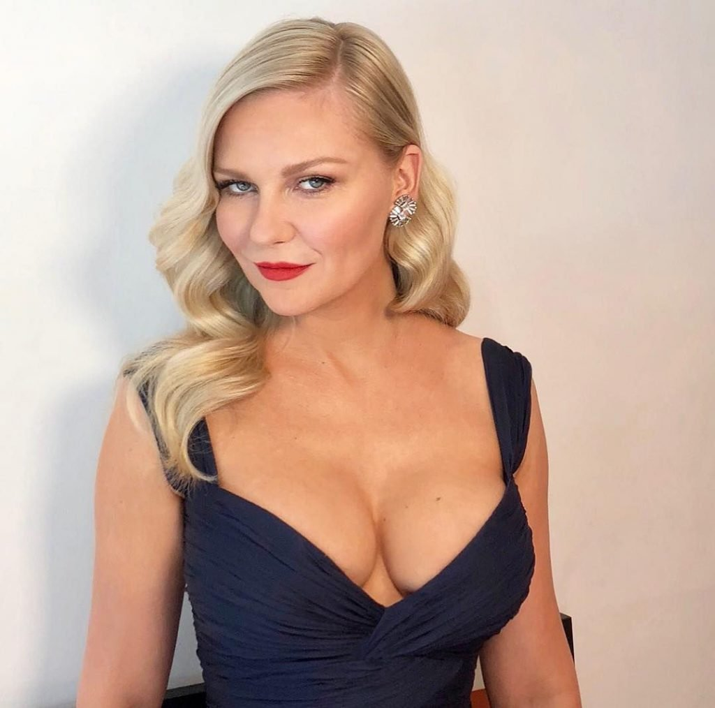 Kirsten Dunst Sexy (19 Photos)