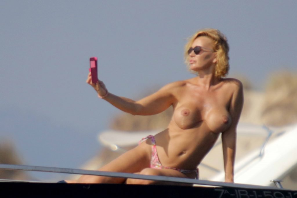 Marlene Mourreau Topless (17 Photos)