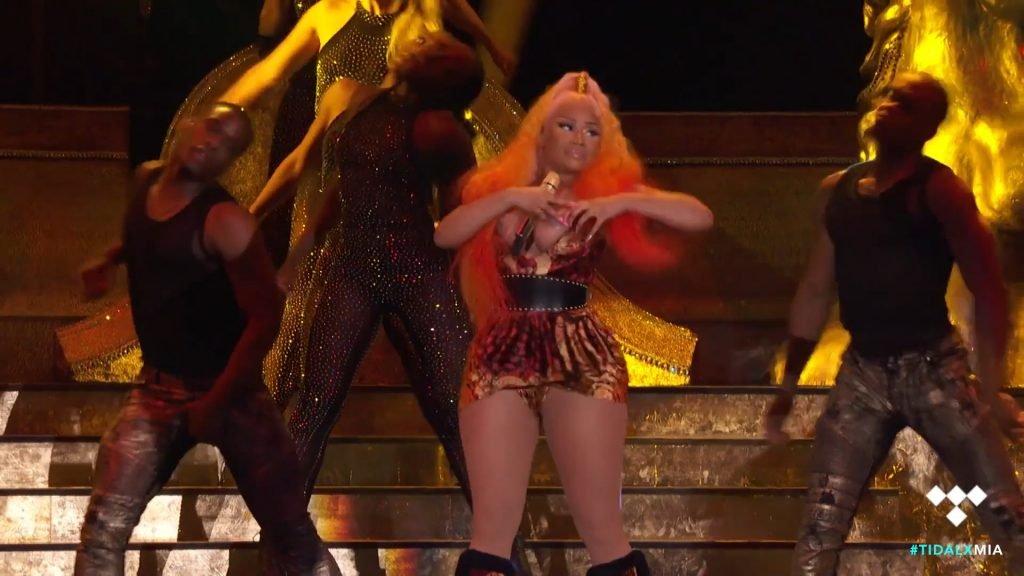 usc cheerleader wardrobe malfunction