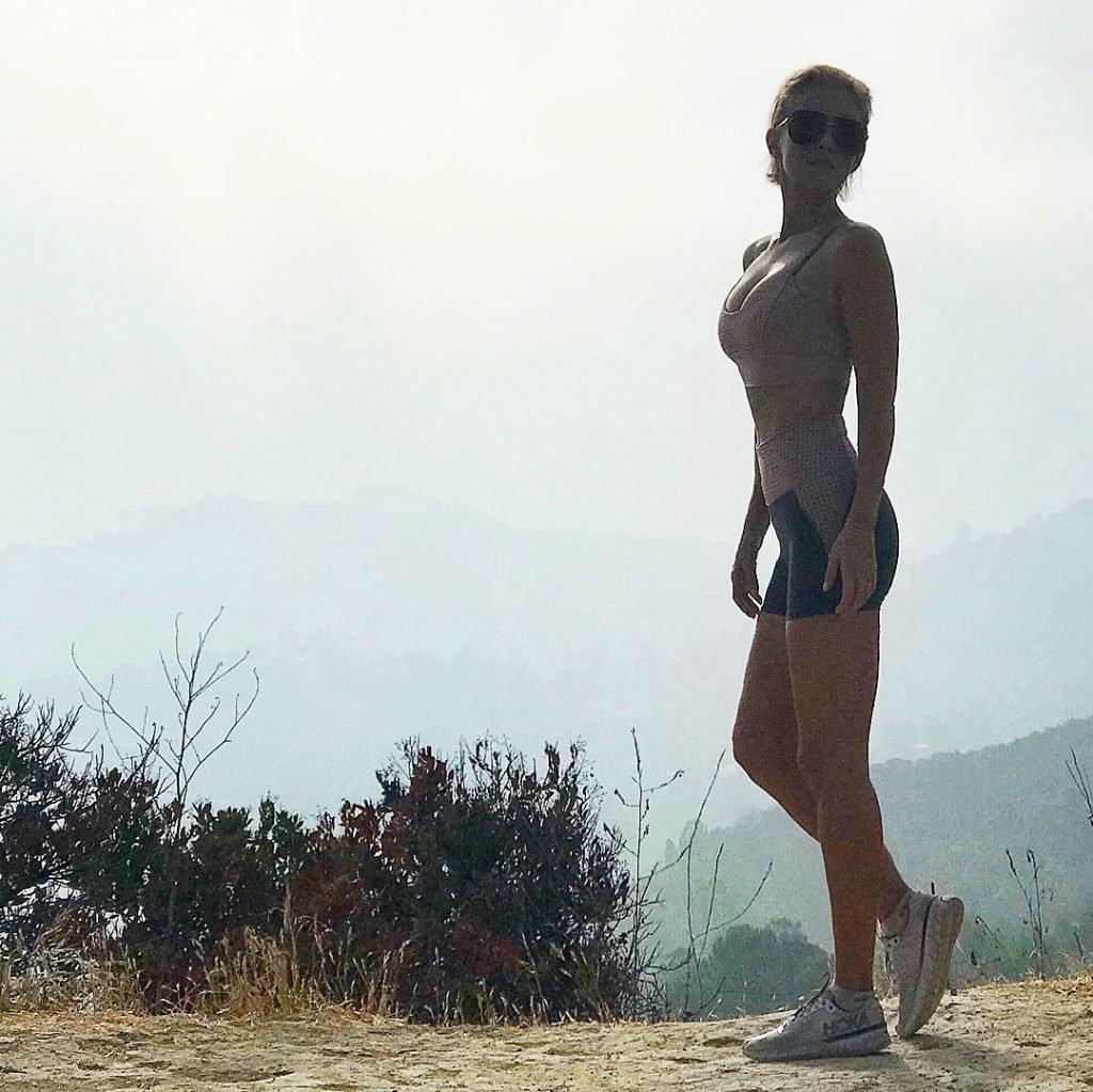 Nicky Whelan Sexy (27 Photos)