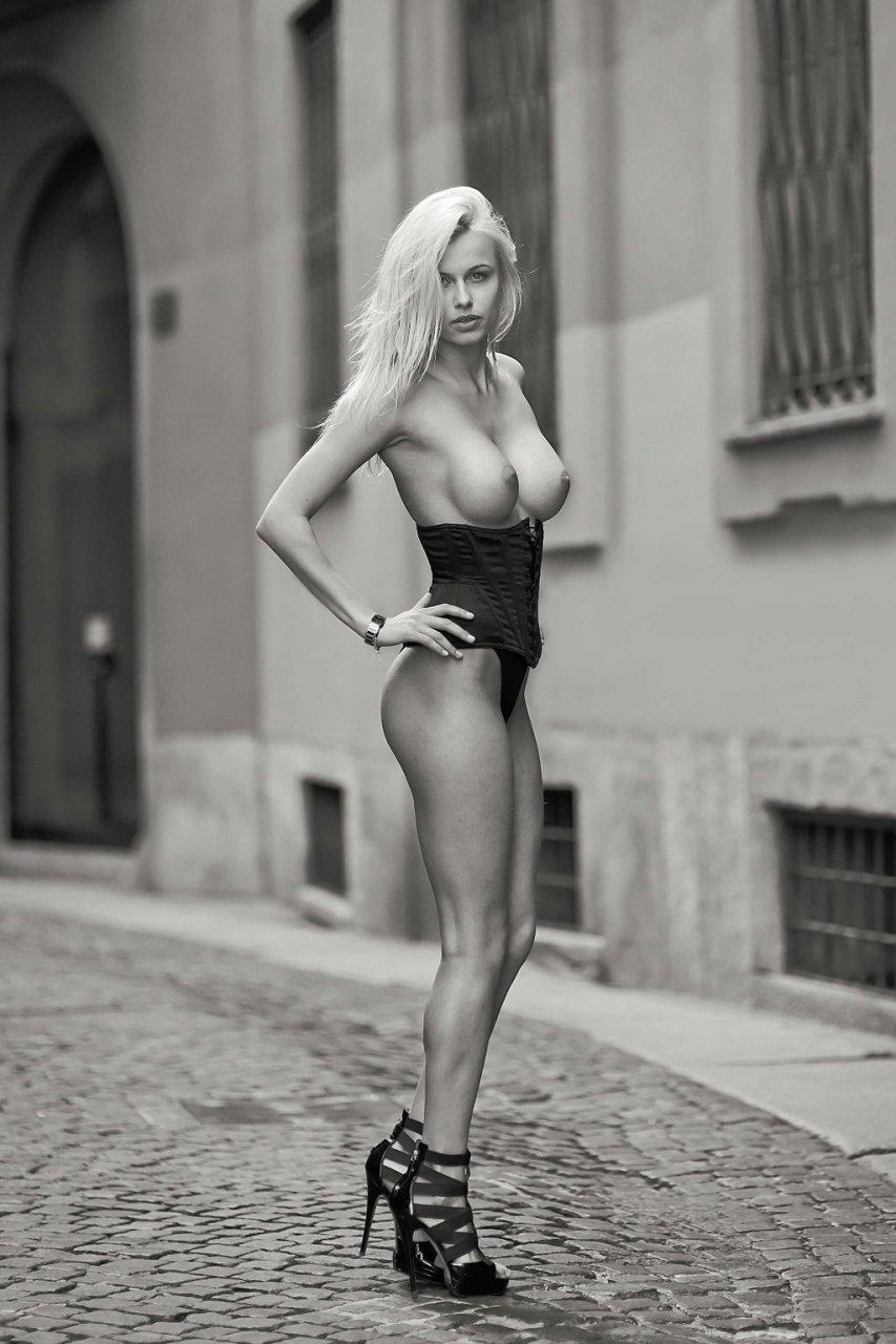 Olga de Mar Topless (10 Photos)