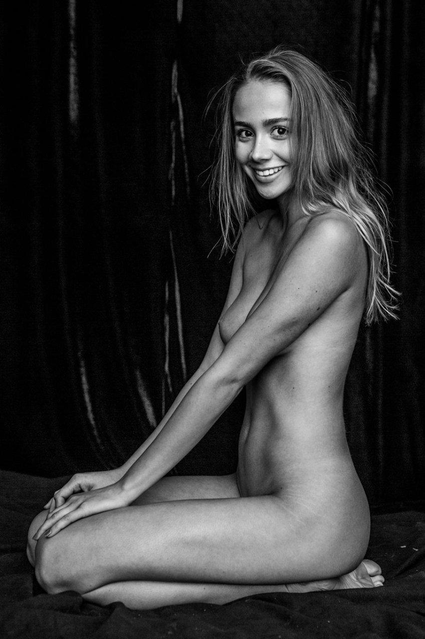 Paige Jimenez Nude & Sexy (14 Photos)