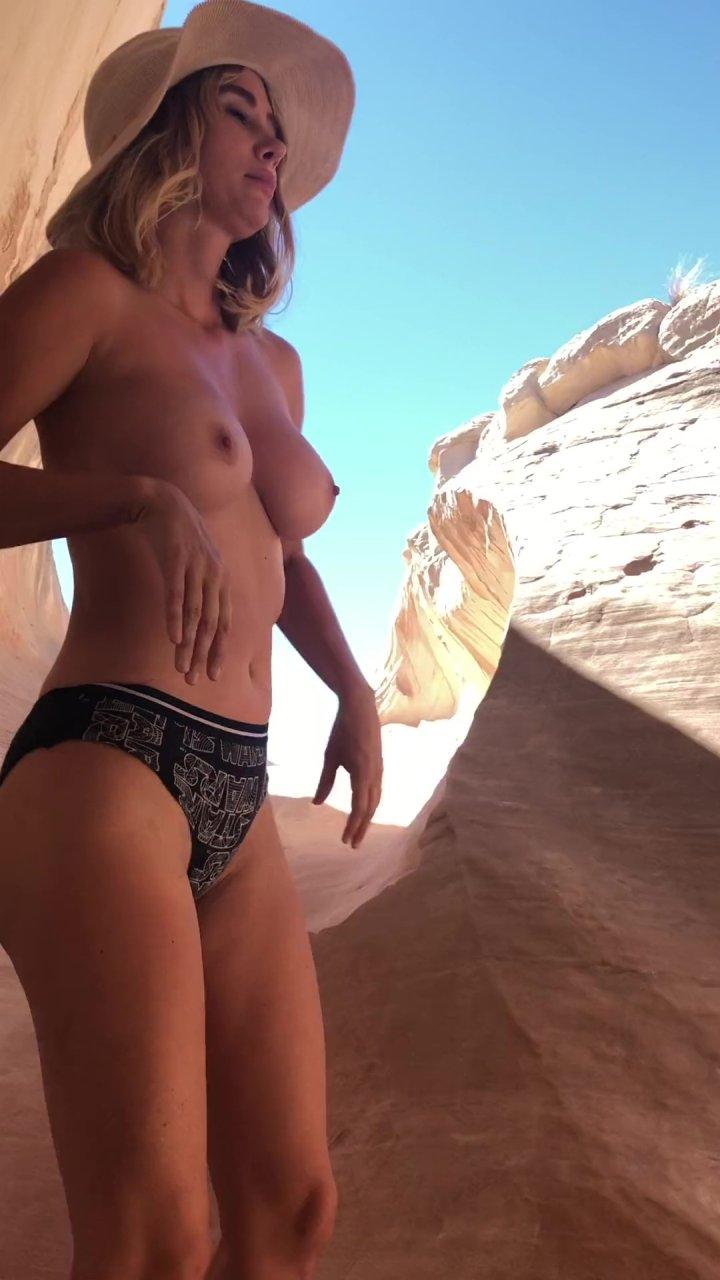 Sara-Underwood-Naked-TheFappeningBlog.com-19-1.jpg