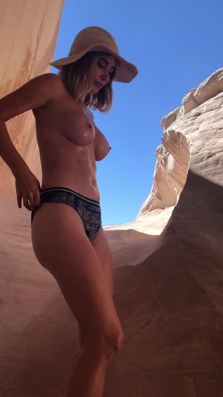 Sara-Underwood-Naked-TheFappeningBlog.com-38.jpg