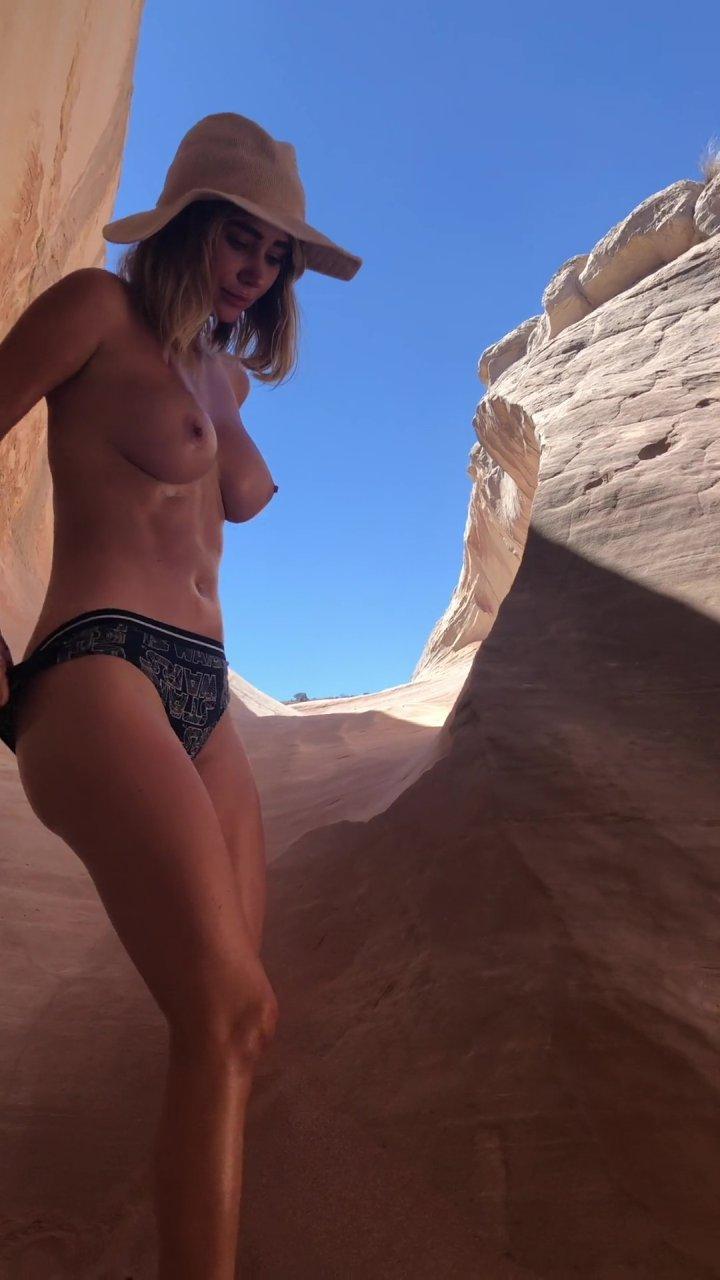 Sara-Underwood-Naked-TheFappeningBlog.com-39.jpg