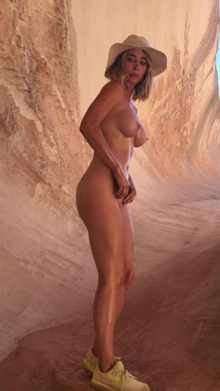 Sara-Underwood-Naked-TheFappeningBlog.com-45.jpg