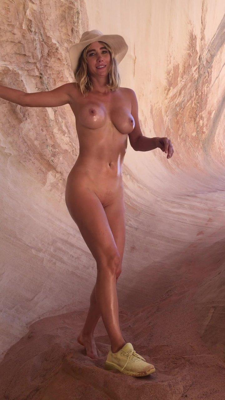 Sara-Underwood-Naked-TheFappeningBlog.com-47.jpg