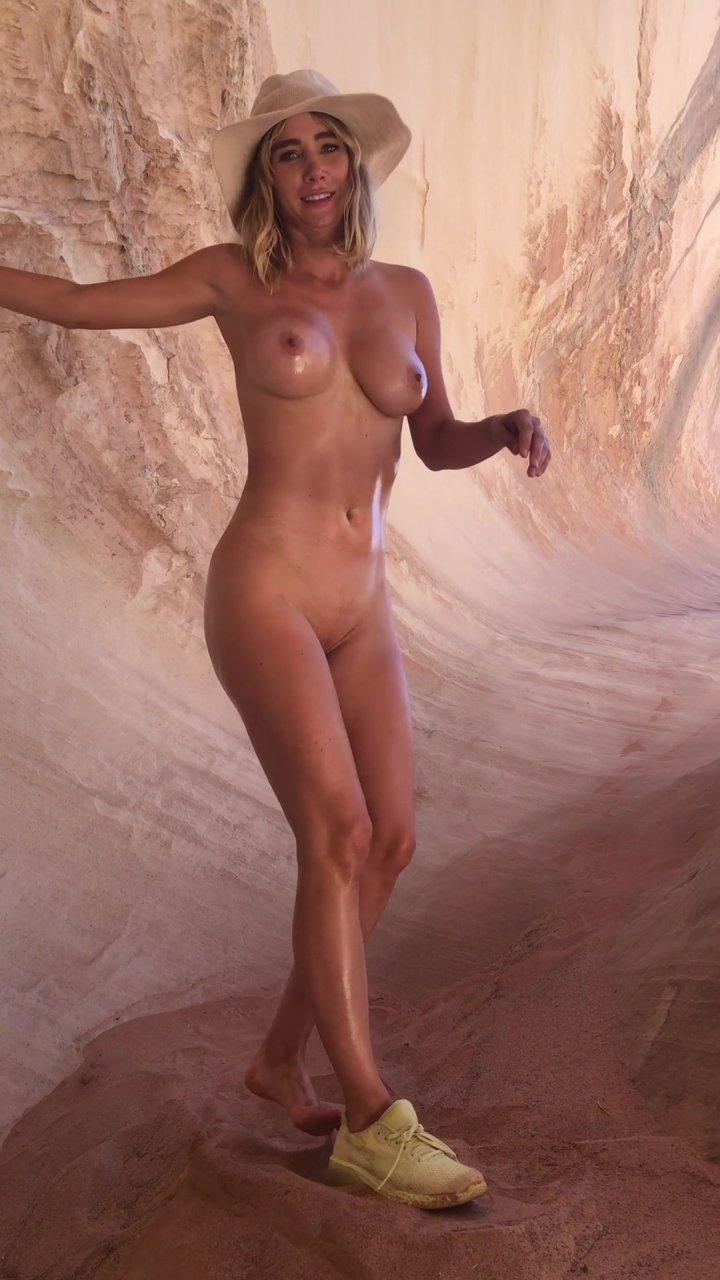 Sara-Underwood-Naked-TheFappeningBlog.com-48.jpg