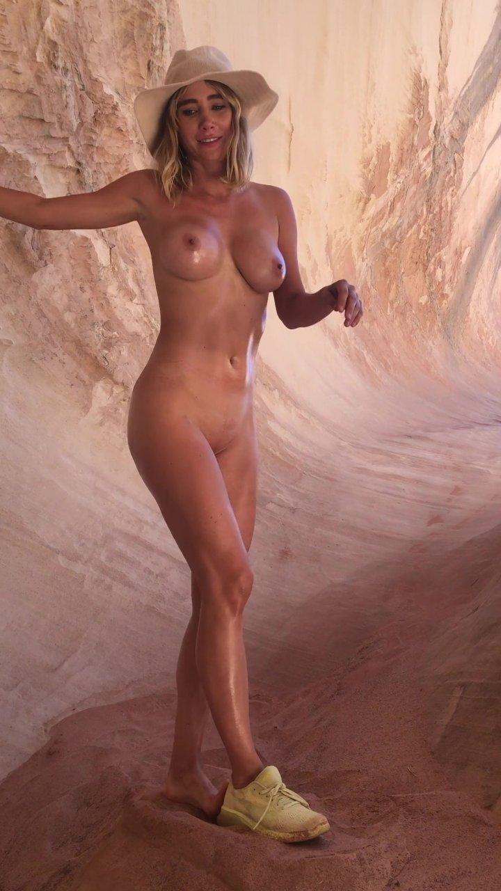 Sara-Underwood-Naked-TheFappeningBlog.com-49.jpg