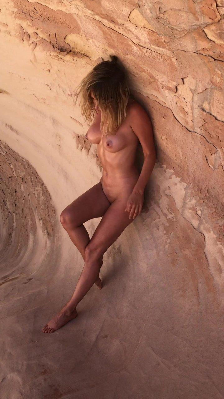 Sara-Underwood-Naked-TheFappeningBlog.com-70.jpg