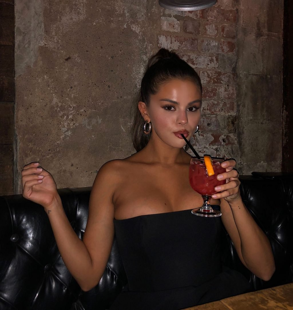 Selena Gomez Sexy (4 Photos)