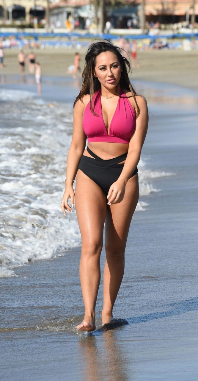 Sophie Kasaei Sexy (11 Hot Photos)