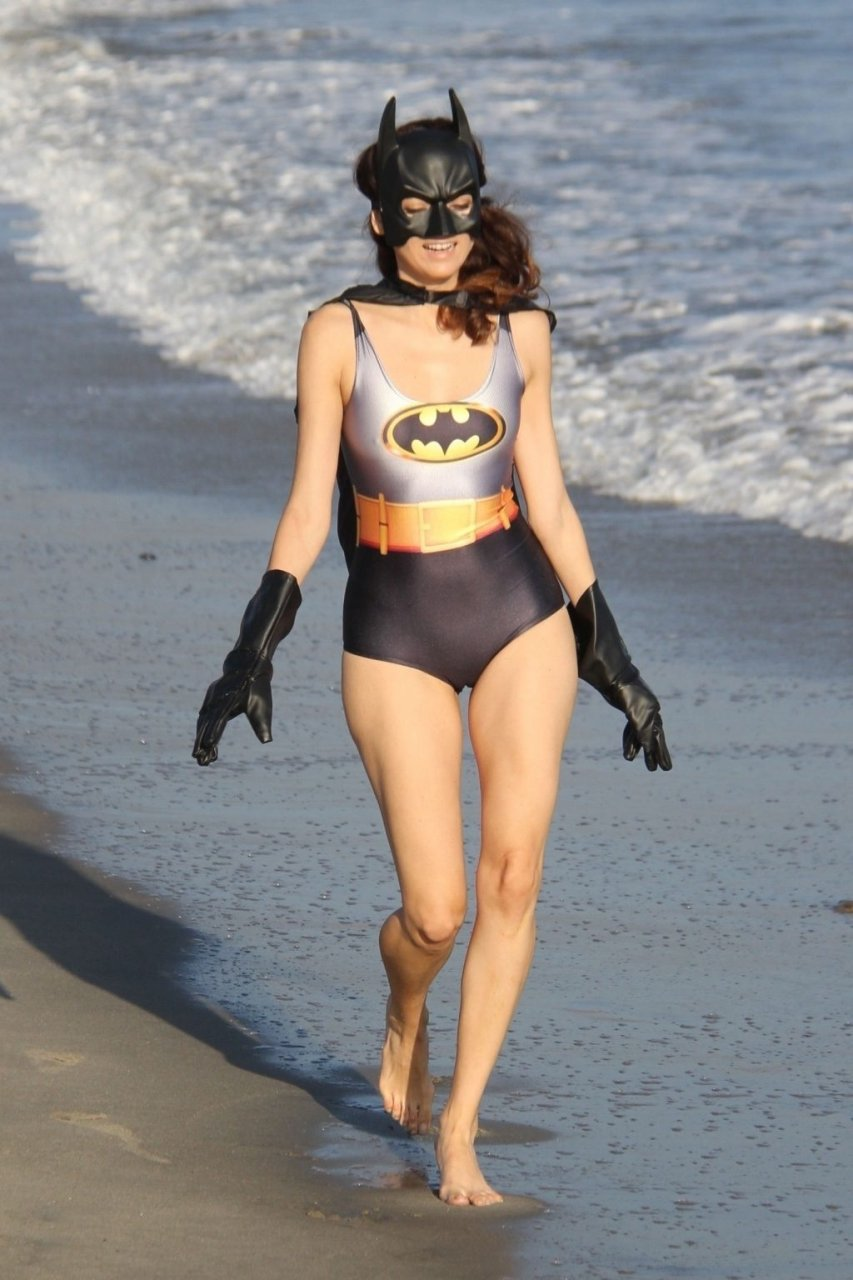 Celebrity Camel Toes (22 Photos)