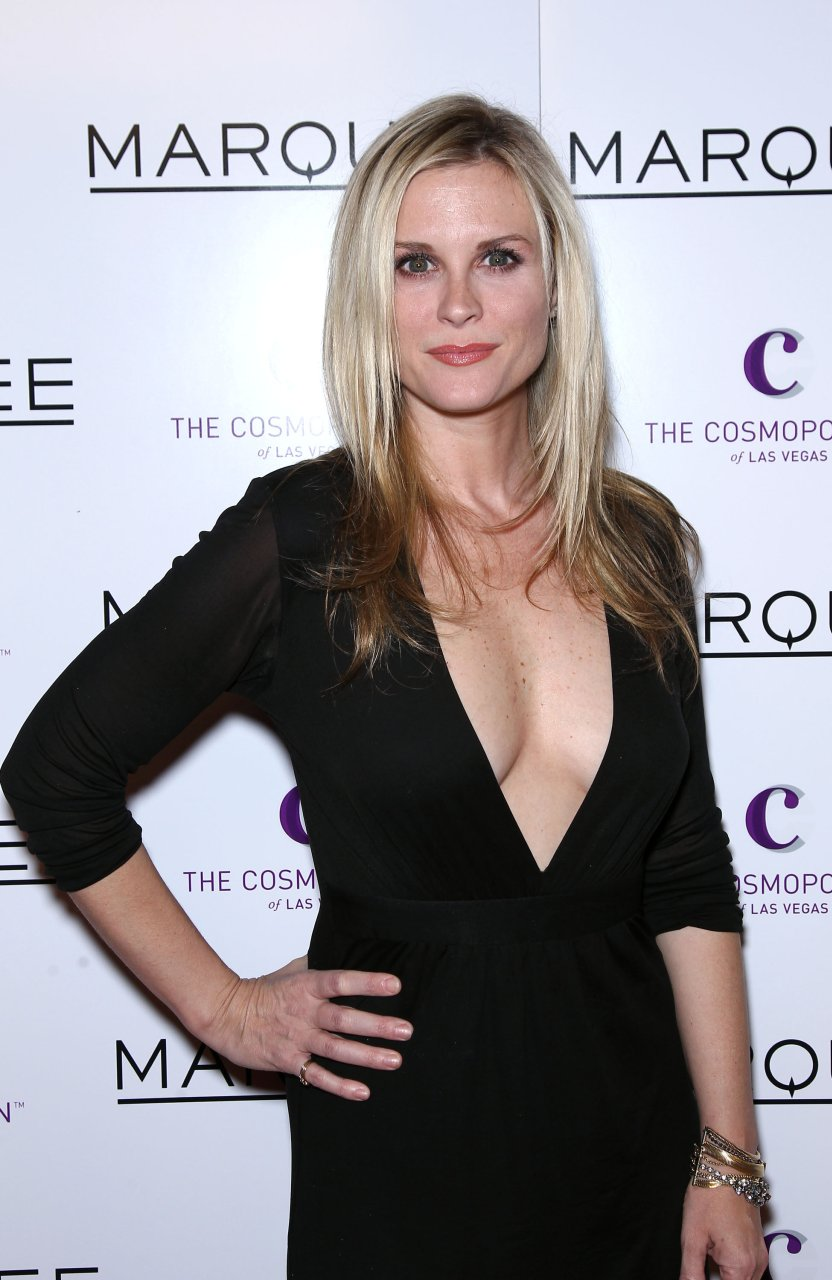 Bonnie Somerville Nude & Sexy (106 Photos) | #TheFappening
