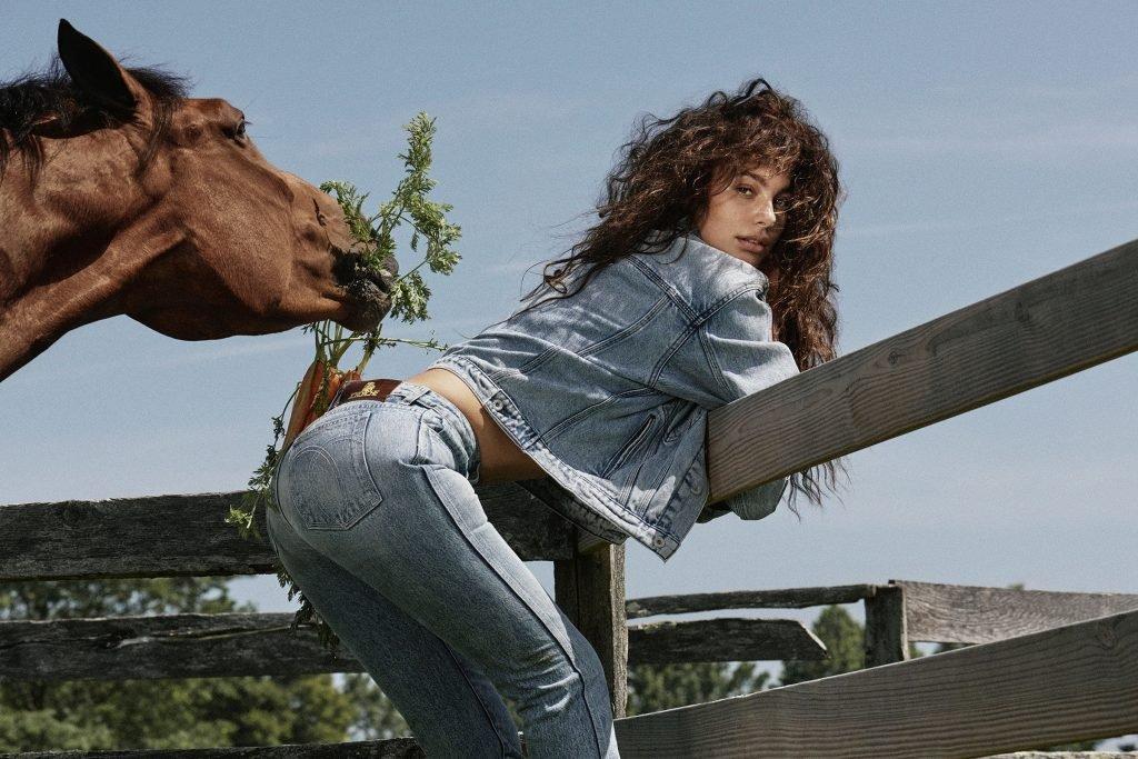 Camila Morrone Hot (5 Photos)