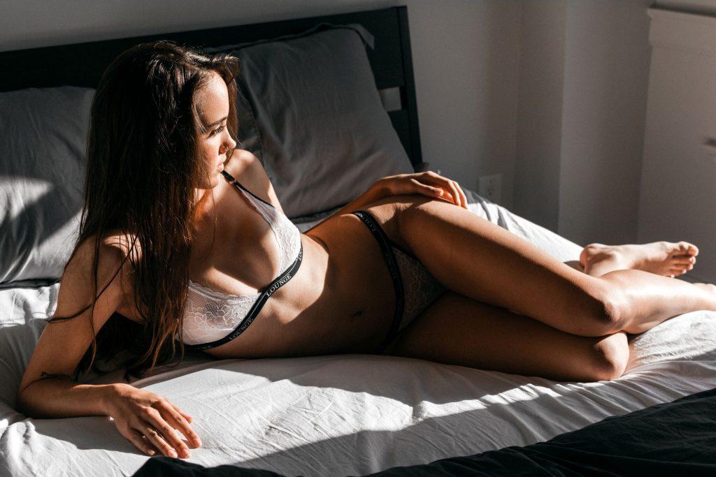 Carley Thornhill Nude & Sexy (8 Photos)