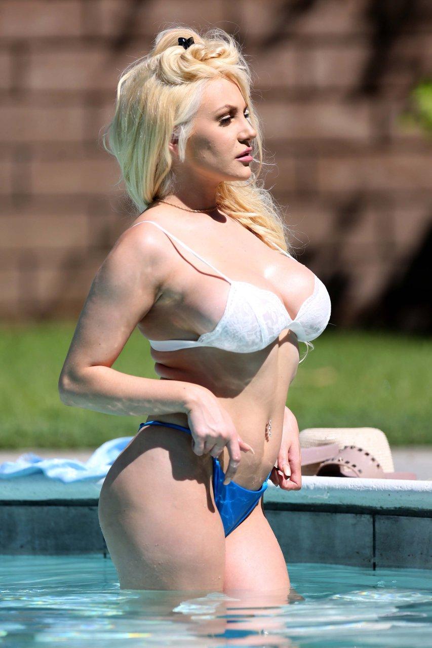 Courtney-Stodden-Sexy-TheFappeningBlog.com-17.jpg