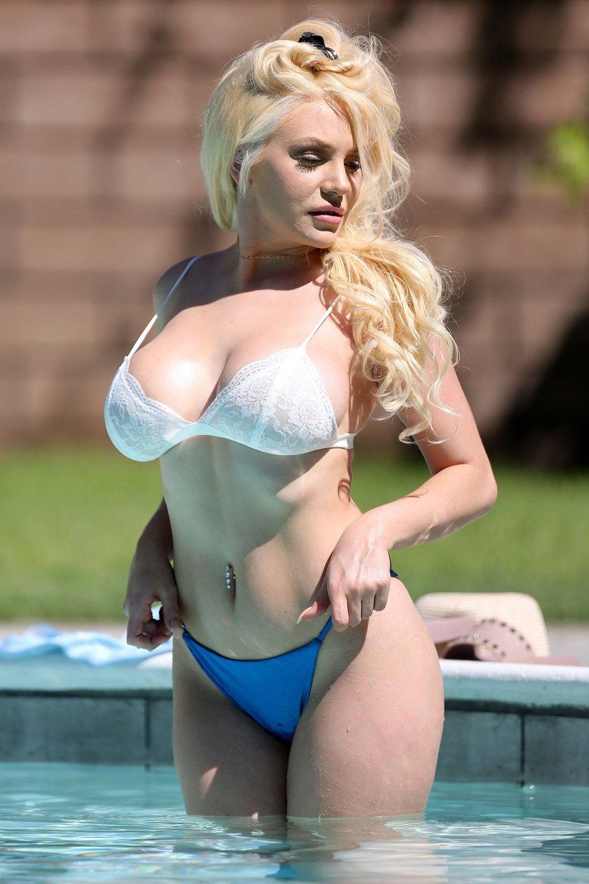 Courtney-Stodden-Sexy-TheFappeningBlog.com-2.jpg