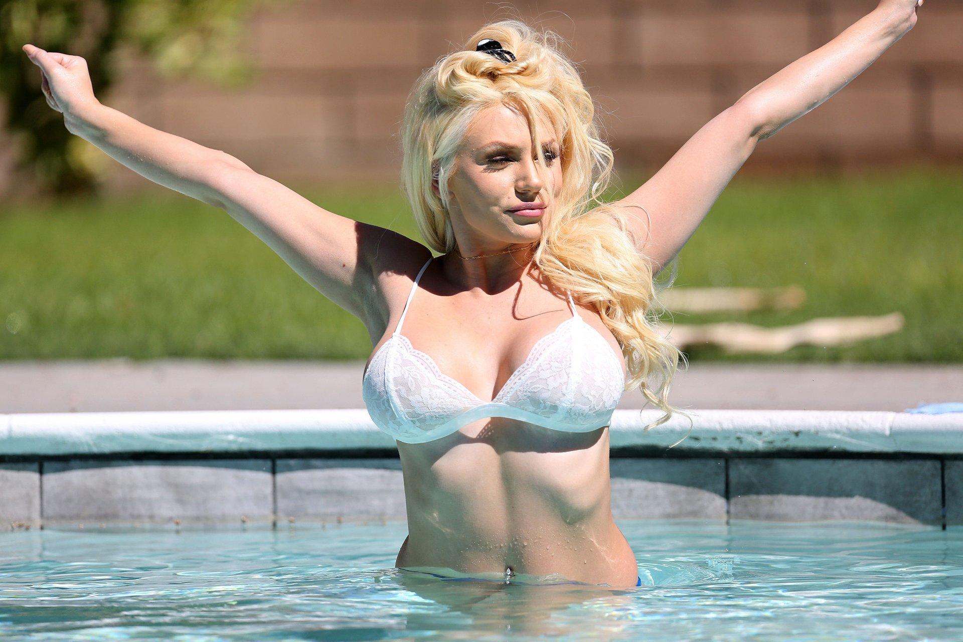 Courtney-Stodden-Sexy-TheFappeningBlog.com-25.jpg