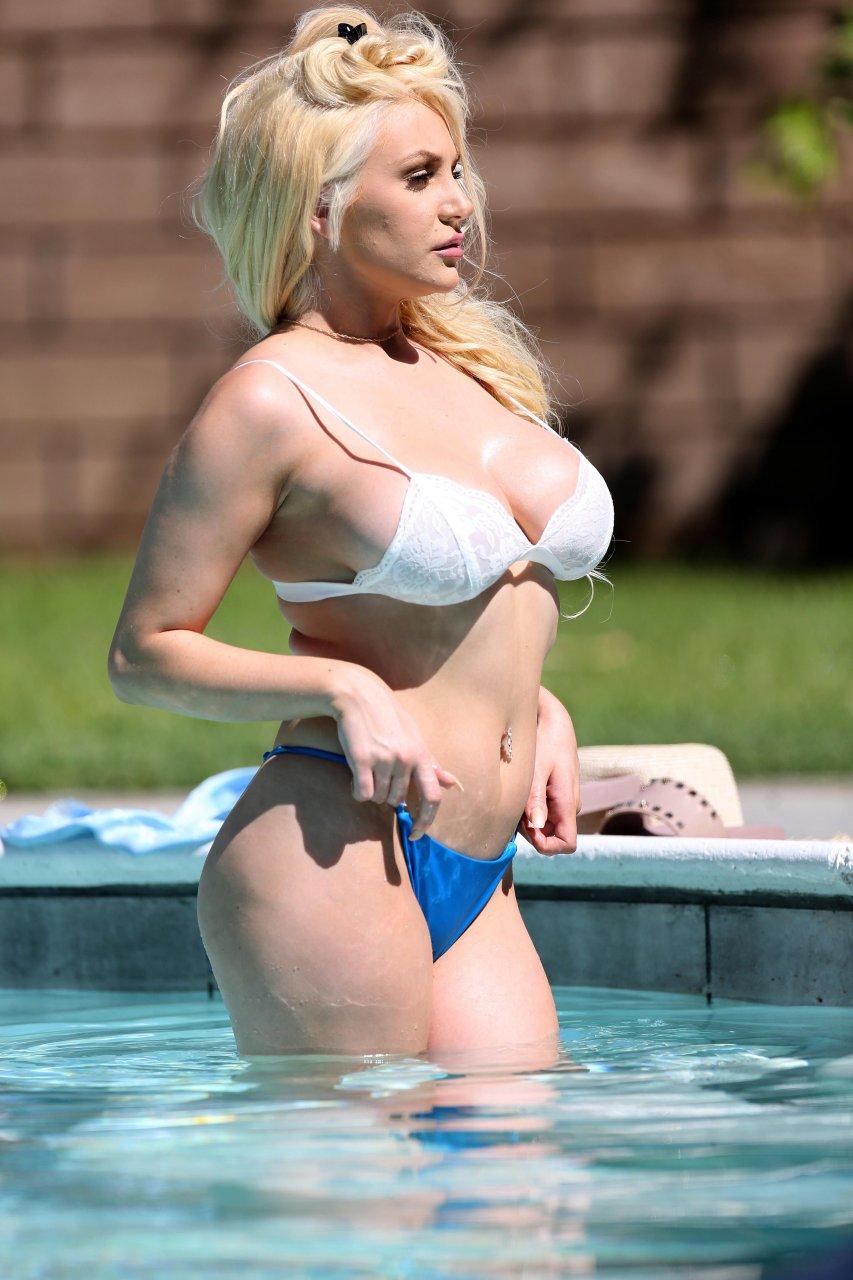 Courtney-Stodden-Sexy-TheFappeningBlog.com-3.jpg