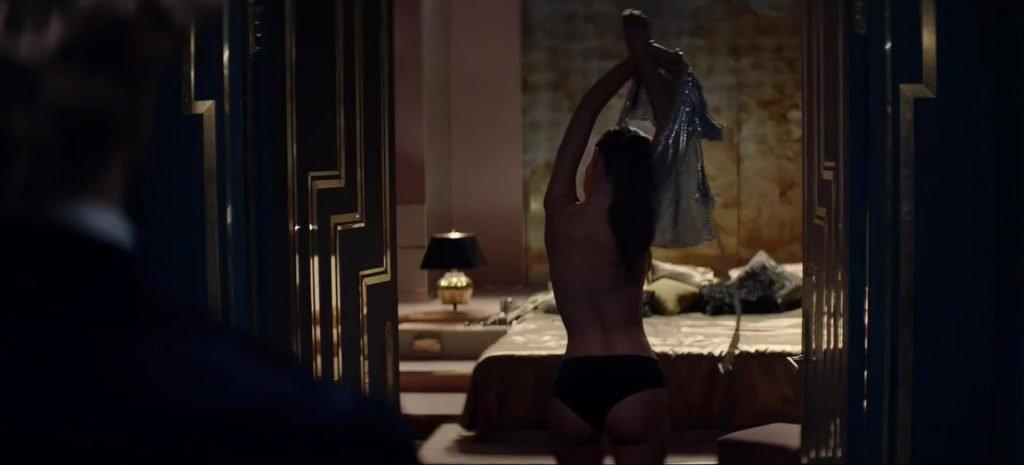 Emily Ratajkowski Sexy & Topless (14 Photos + Video)