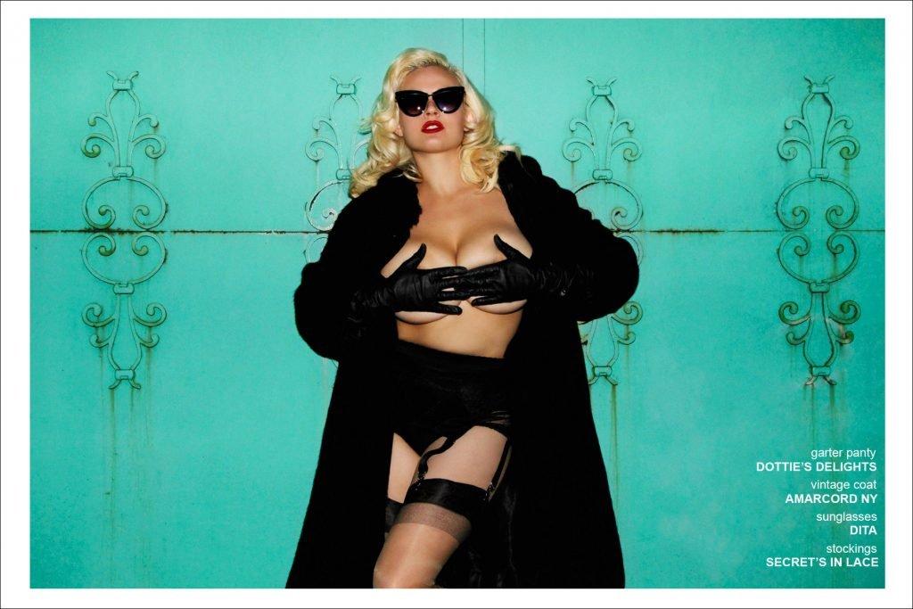Gia Genevieve See Through & Sexy (11 Photos)