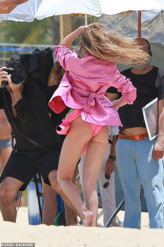 Gigi Hadid Sexy & Topless (10 Photos)