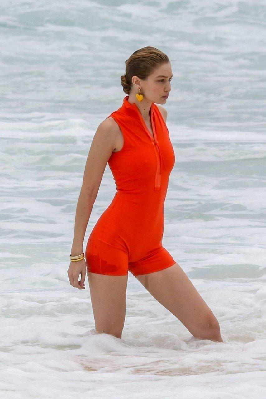 Gigi Hadid Sexy (89 Photos)