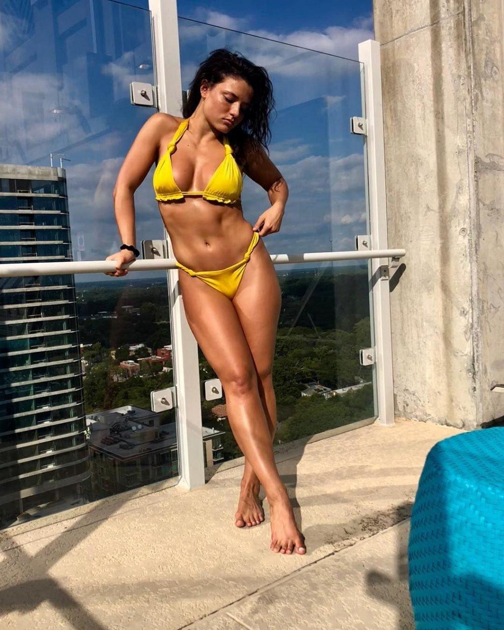 Jade Chynoweth Sexy (6 Photos)
