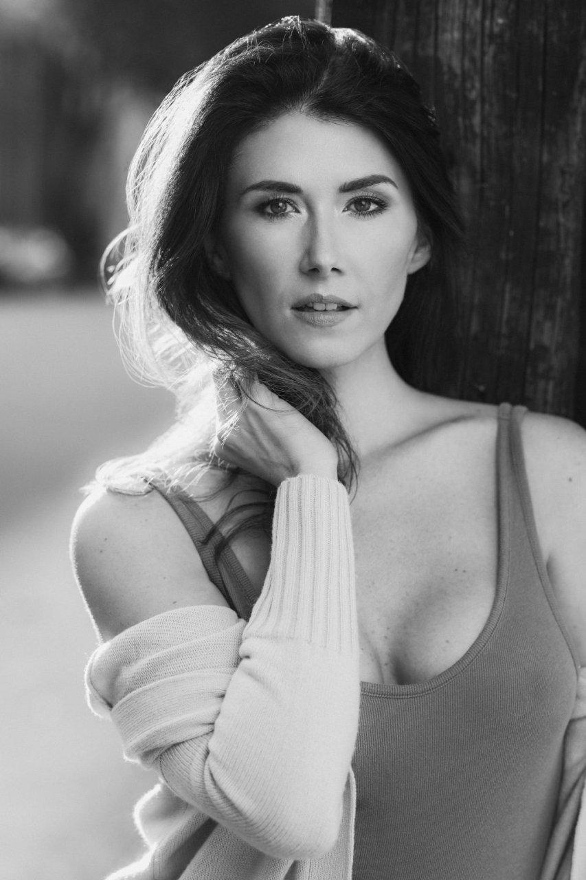 Jewel Staite Sexy (3 Photos)