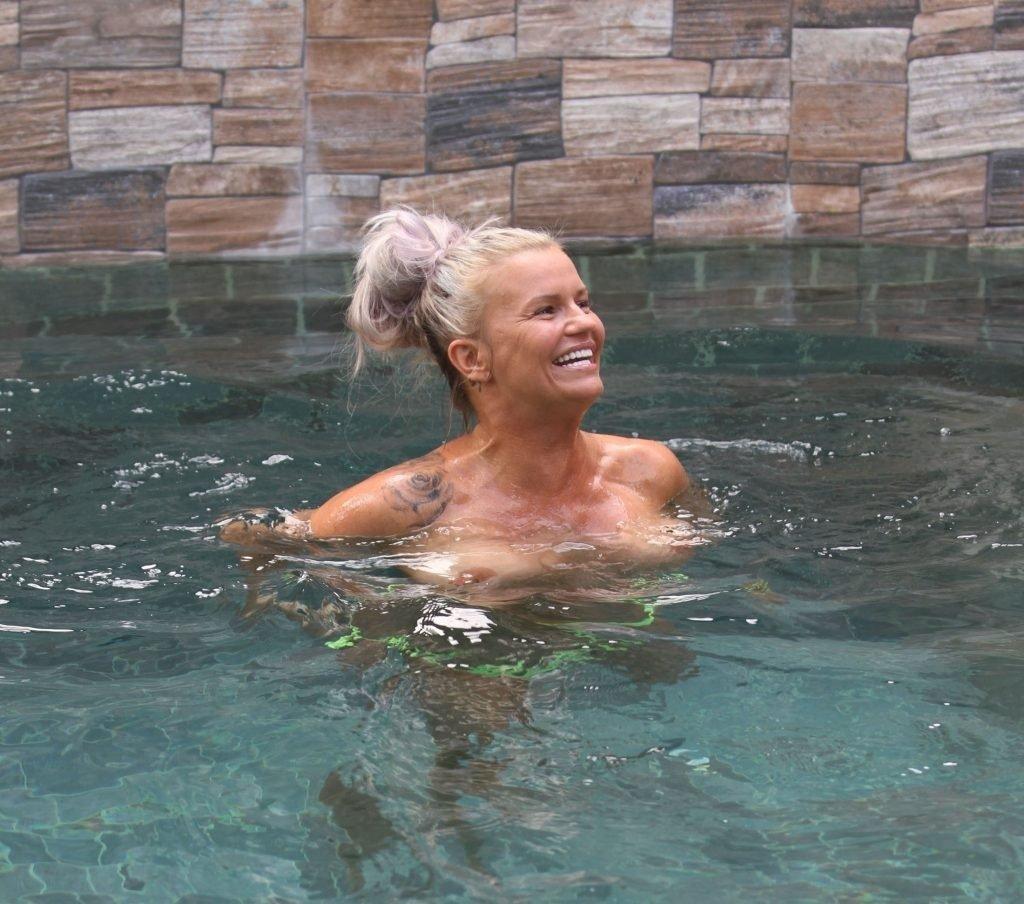 Kerry Katona Topless (30 Photos)