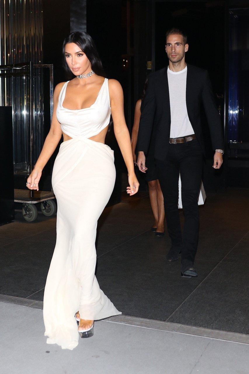 Kim-Kardashian-Sexy-TheFappeningBlog.com-23.jpg