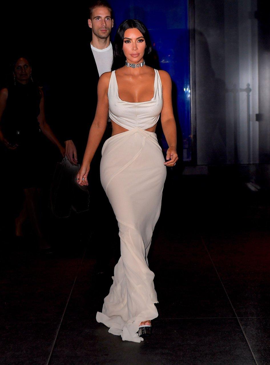 Kim-Kardashian-Sexy-TheFappeningBlog.com-26.jpg