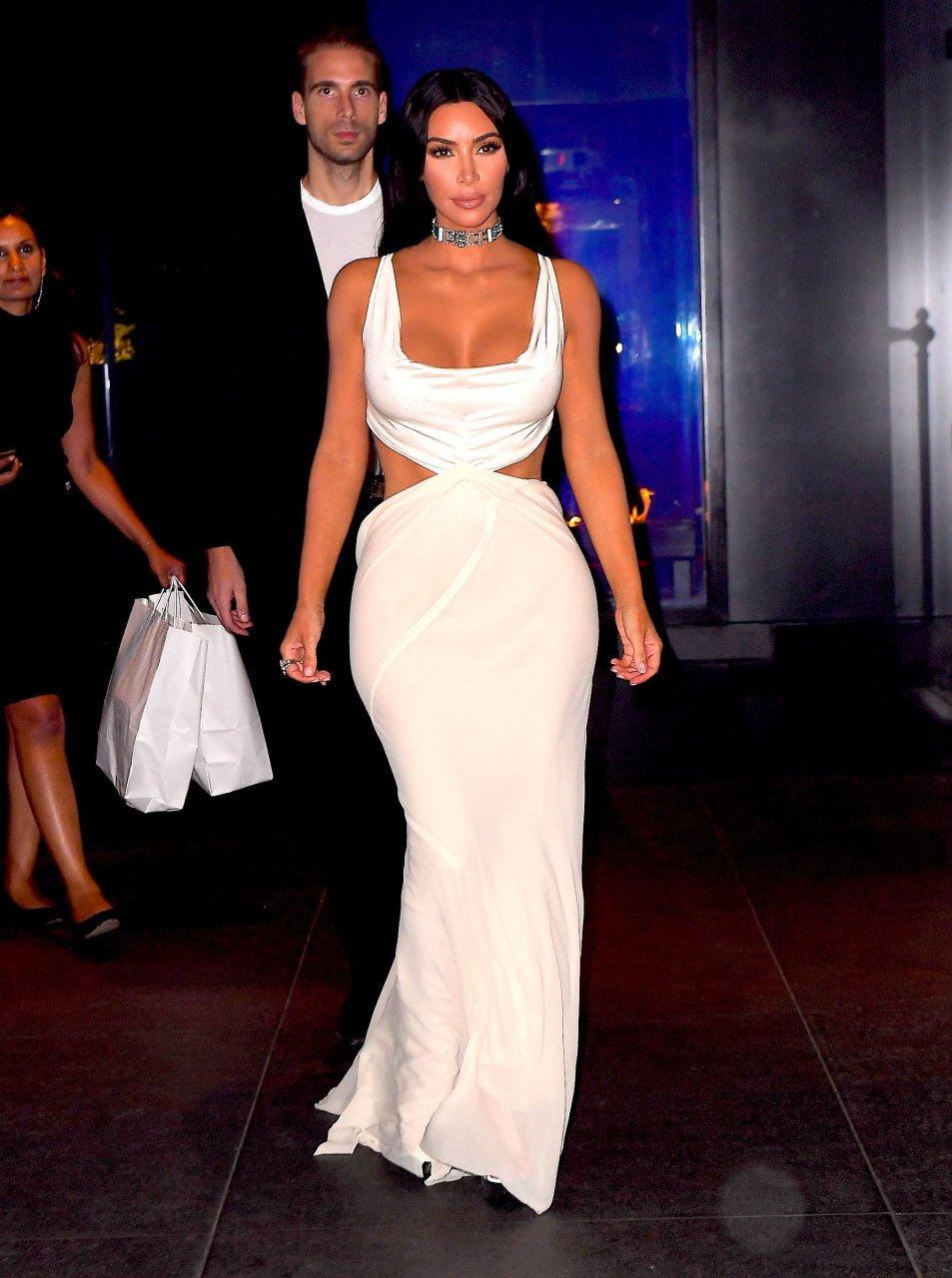 Kim-Kardashian-Sexy-TheFappeningBlog.com-27.jpg