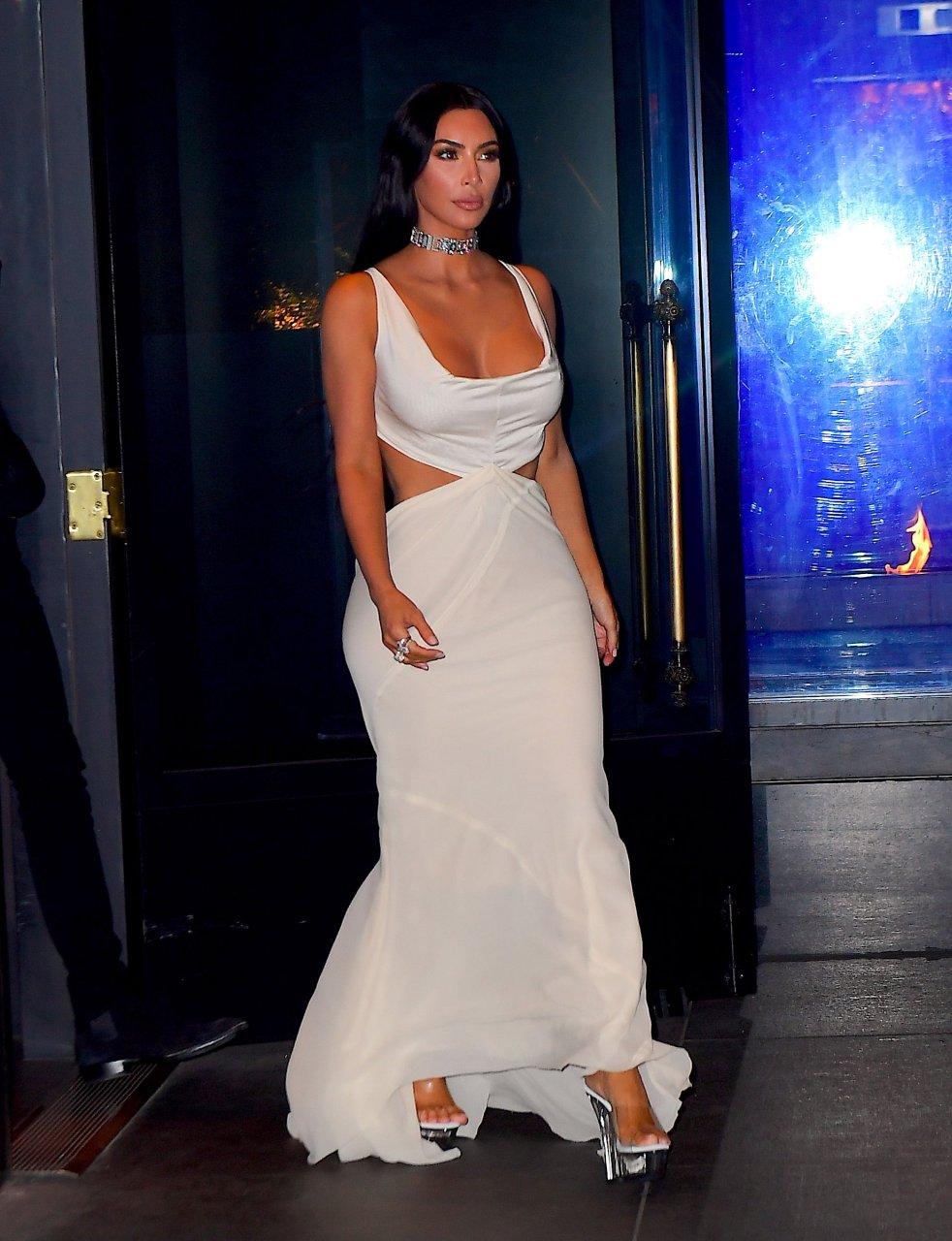 Kim-Kardashian-Sexy-TheFappeningBlog.com-32.jpg