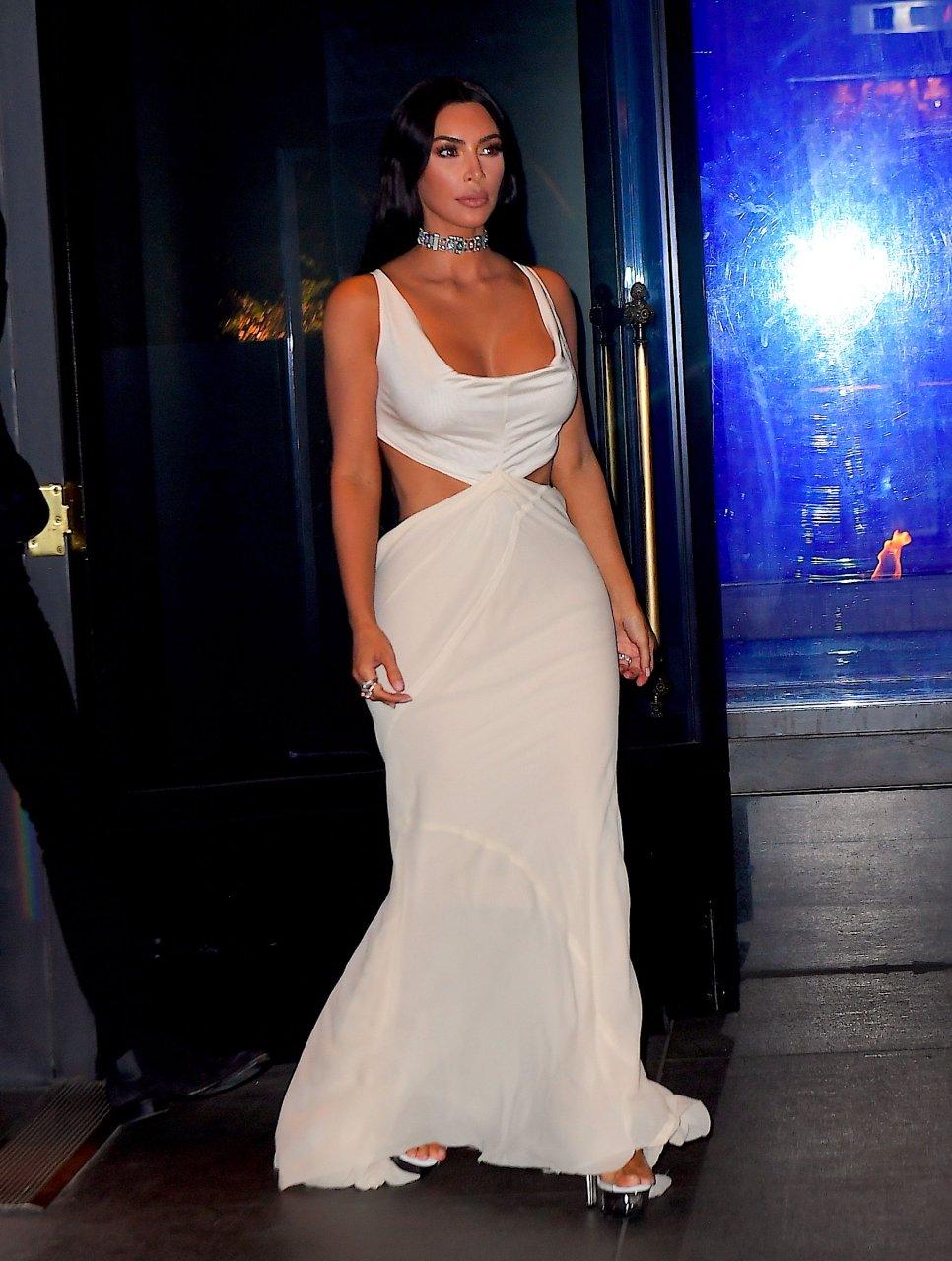 Kim-Kardashian-Sexy-TheFappeningBlog.com-33.jpg