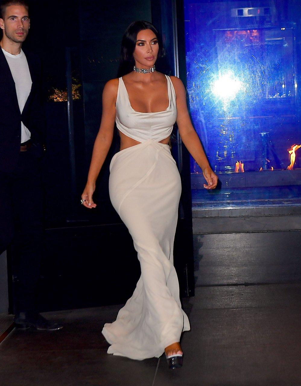 Kim-Kardashian-Sexy-TheFappeningBlog.com-34.jpg
