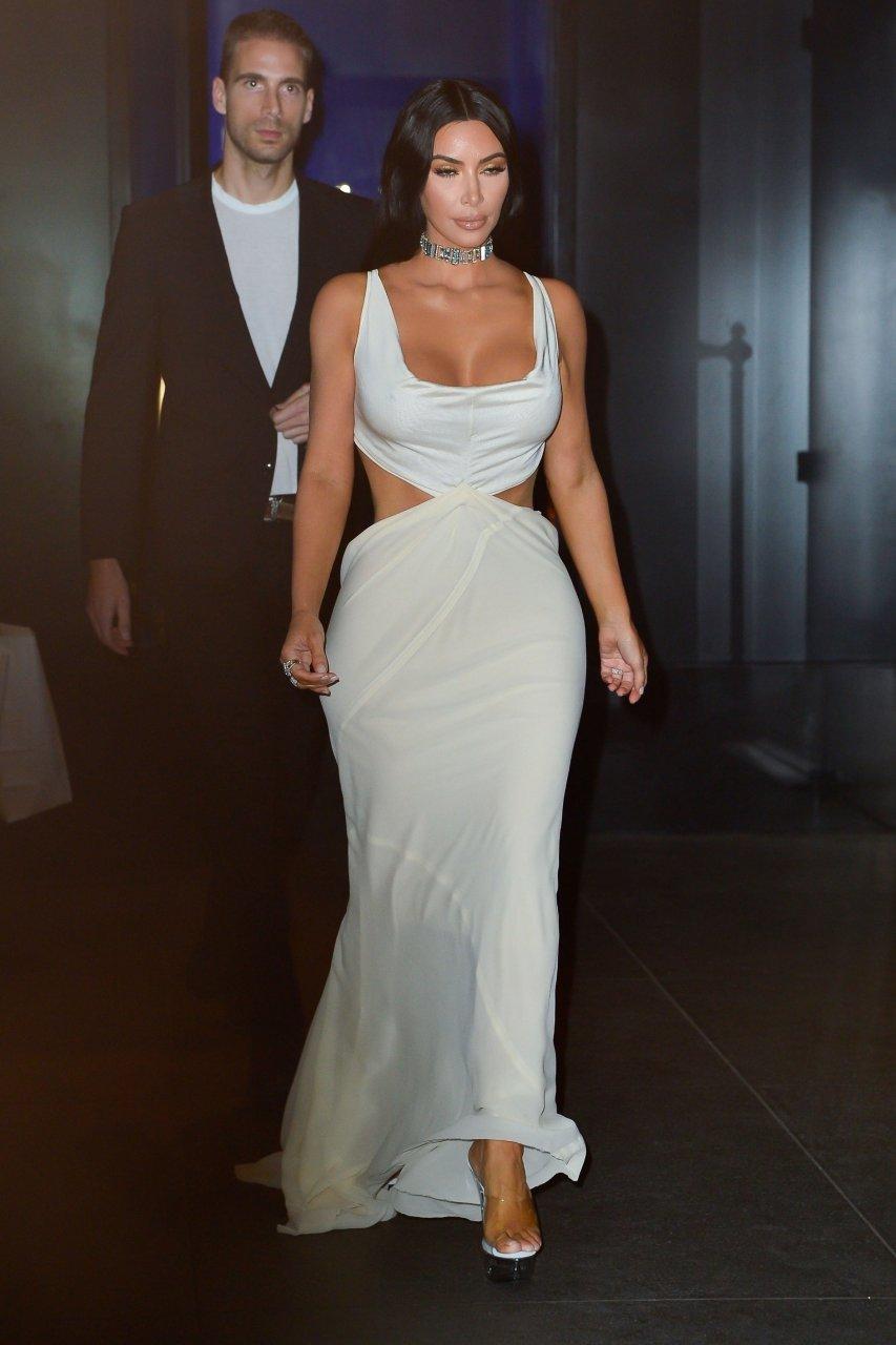 Kim-Kardashian-Sexy-TheFappeningBlog.com-4.jpg