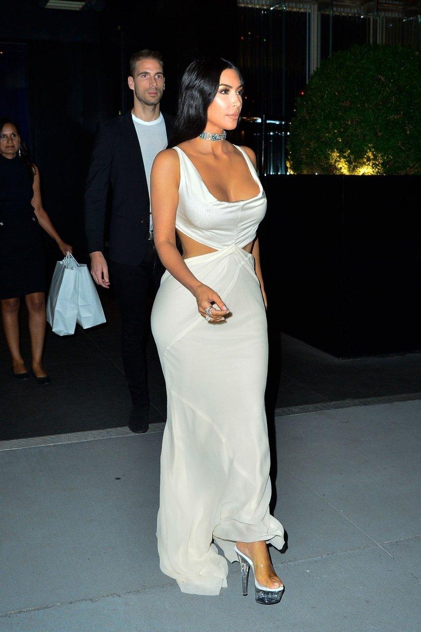Kim-Kardashian-Sexy-TheFappeningBlog.com-5.jpg