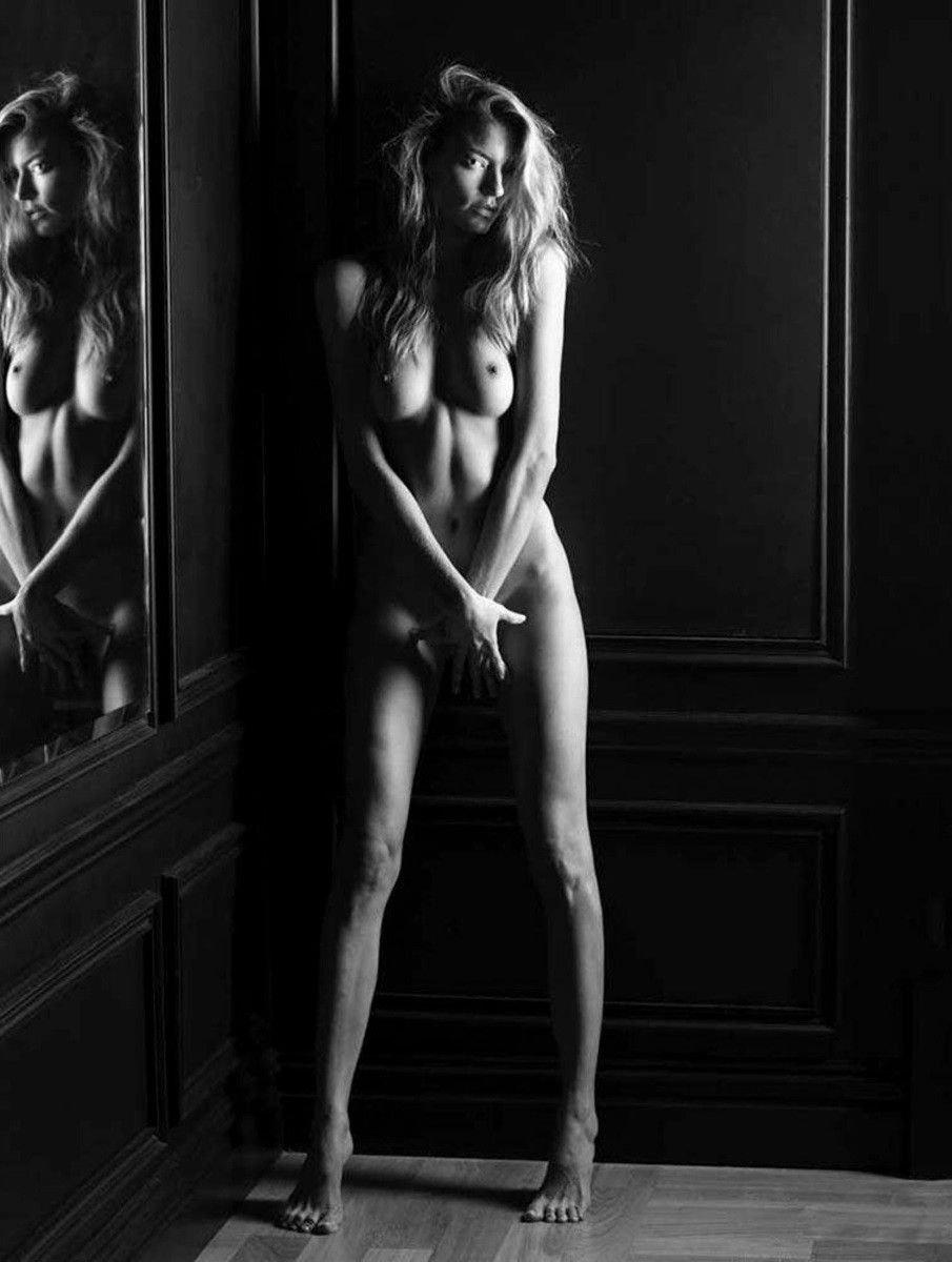 Martha Hunt Naked (1 Photo)