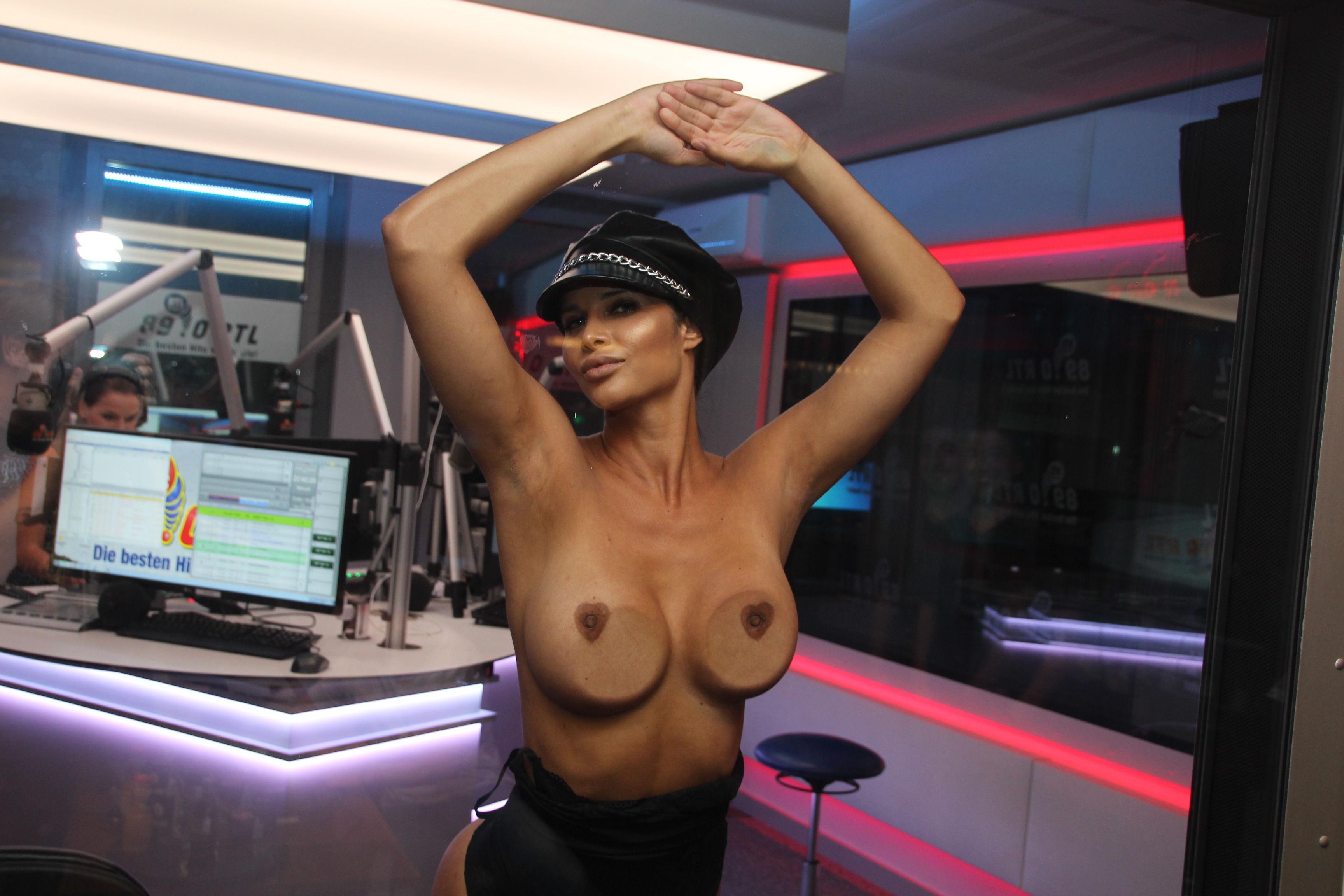 Micaela-Sch%C3%A4fer-Sexy-Topless-TheFappeningBlog.com-4.jpg