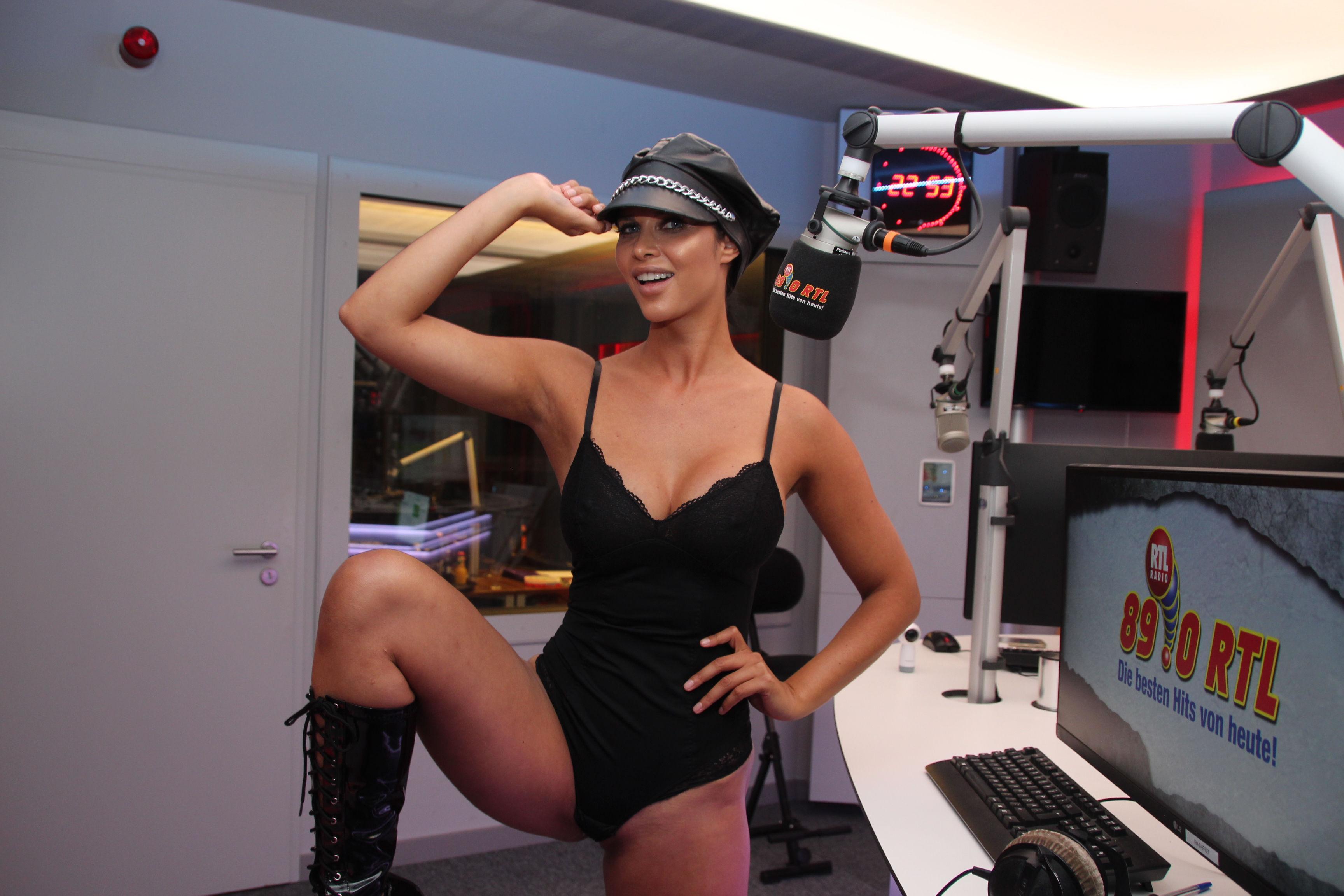 Micaela-Sch%C3%A4fer-Sexy-Topless-TheFappeningBlog.com-5.jpg
