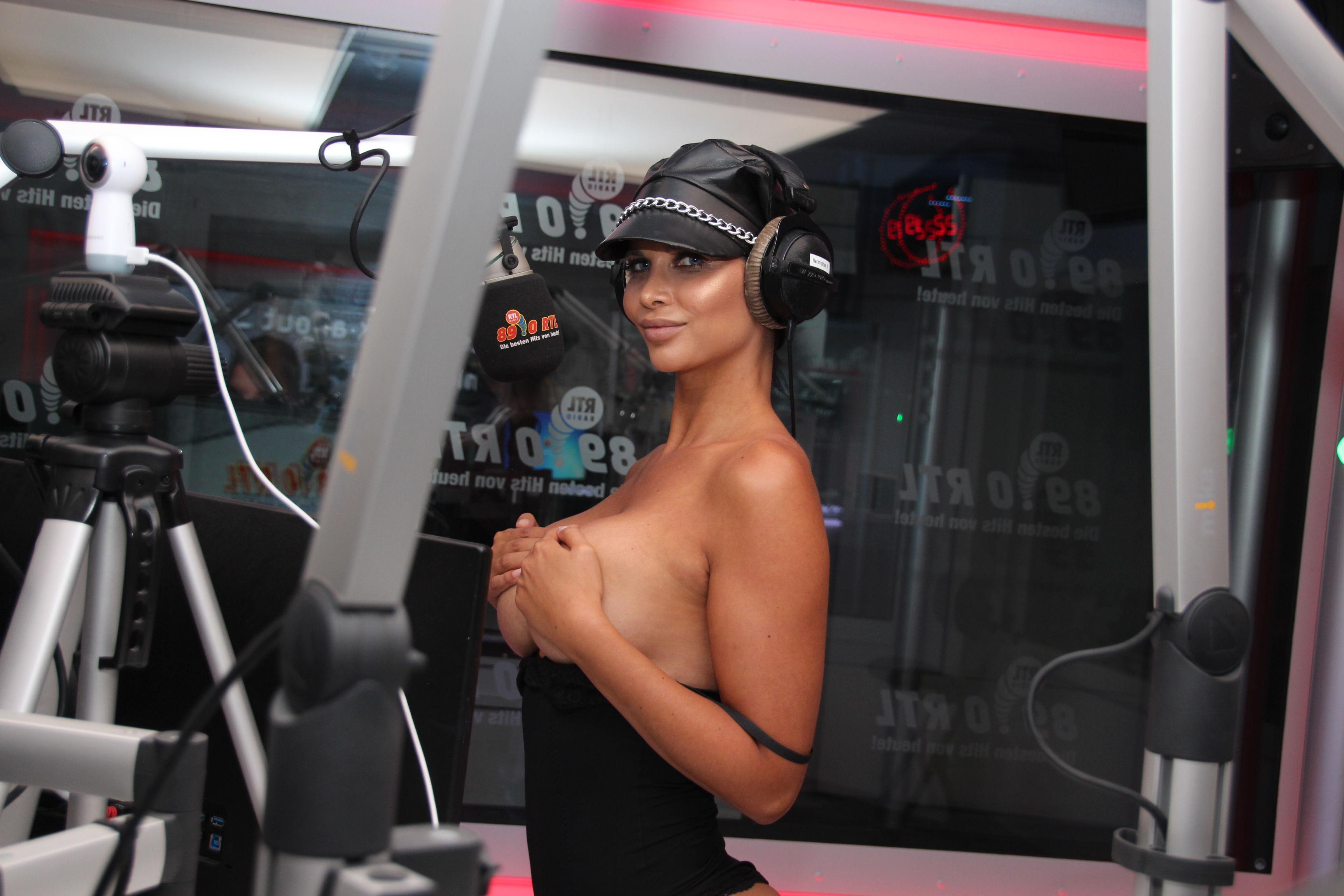 Micaela-Sch%C3%A4fer-Sexy-Topless-TheFappeningBlog.com-6.jpg