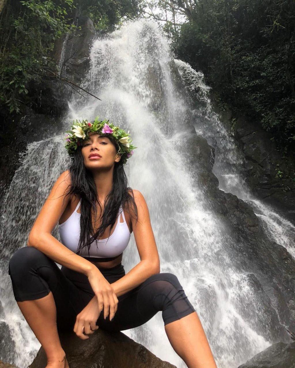 Nicole Scherzinger Sexy (8 Photos + GIF)