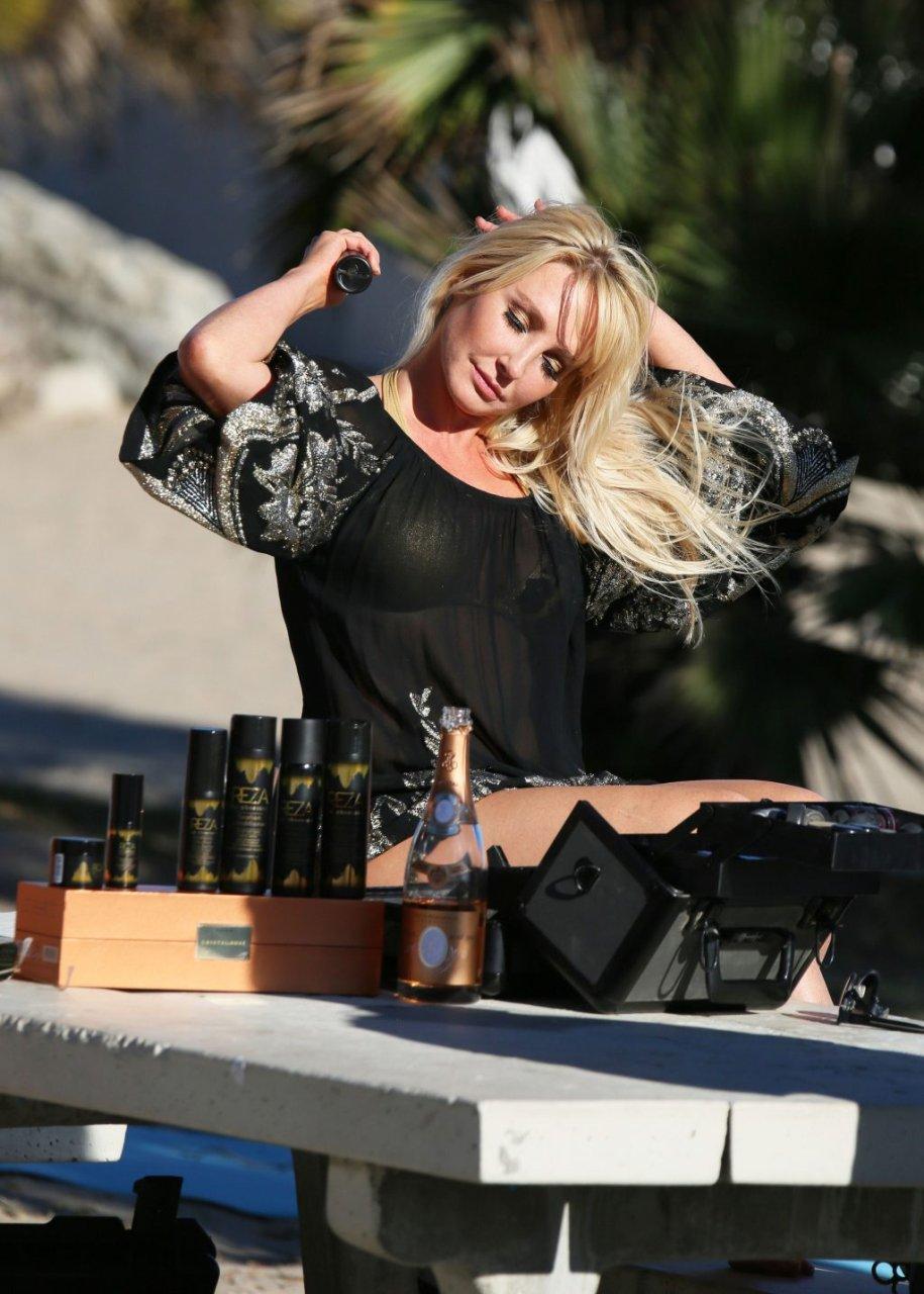 Nikki Lund Sexy (66 Photos)