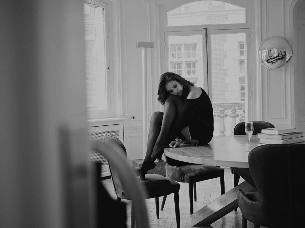 Nina Dobrev Sexy & Topless (15 Photos)